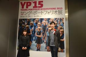 高倉大輔(右)、作品のモデルさんと一緒に。
