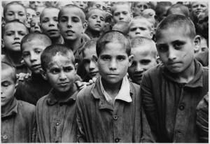 デイヴィッド・シーモア《イタリア》1949年ⒸDavid Seymour / Magnum Photos