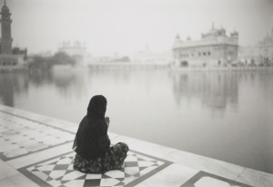 《インド 祈りのこだます地》2009年(プラチナ・プリント)