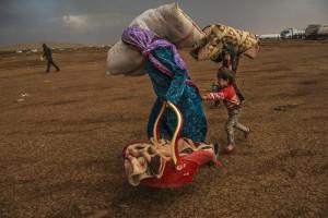 イスマイル・フェルドゥス《イスラム国に包囲されたコバニの住民》2014 ⒸIsmail Ferdous