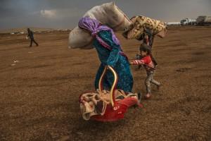 イスマイル・フェルドゥス《イスラム国に包囲されたコバニの住民》2014