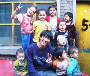楊哲一と台湾の子どもたち