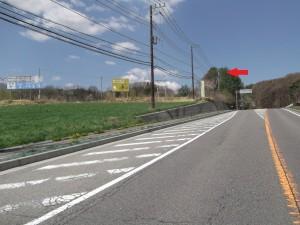 「丘の公園入口」交差点を左折。(大きい看板あり)