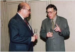 左)PPS通信社代表取締役社長ロバート・L. カーシンバウム氏。右)ネイサン・ライオンズ