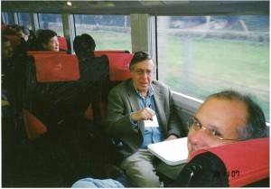 成田空港から参加者全員で新宿へ向かう車中にて。