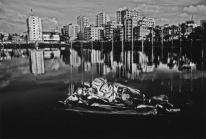 カレド・ハサン《ダッカ。私の夢。都会は誰の家になるのか。誰の夢であったか。誰が住むのか。》2013 ⒸKhaled Hasan