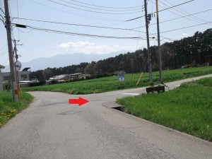 こちらの三差路を右折です