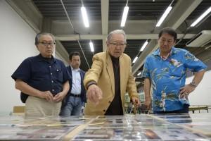 選考風景:左から張 照堂氏、細江館長、北島敬三氏