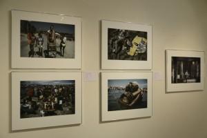 2014年度ヤング・ポートフォリオ展 会場風景: フライヤーの表を飾った作品を含むジュリオ・ビッテンクールのポートフォリオ