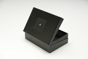 お菓子の箱を利用して作ったピンホールカメラ
