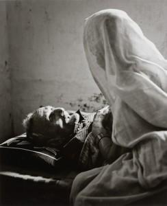 井津建郎《インド 永遠の光 — ベナレス23#12》2013年  ゼラチン・シルバー・プリント、作家蔵