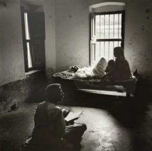 井津建郎《インド 永遠の光 — ベナレス361#5》2014年 ゼラチン・シルバー・プリント、作家蔵