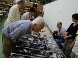 2014年度YP選考会で応募作品を審査する瀬戸正人氏 撮影:細江賢治