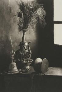井津建郎《ラダック#67、スピトク・ゴンパ仏具、インド》1999年 プラチナ・プリント、当館蔵
